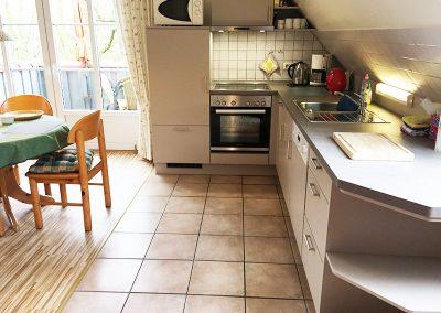 Neue Küche in Fewo Nr. 4, jetzt Kühlschrank auf Augenhöhe mit Eisfach.